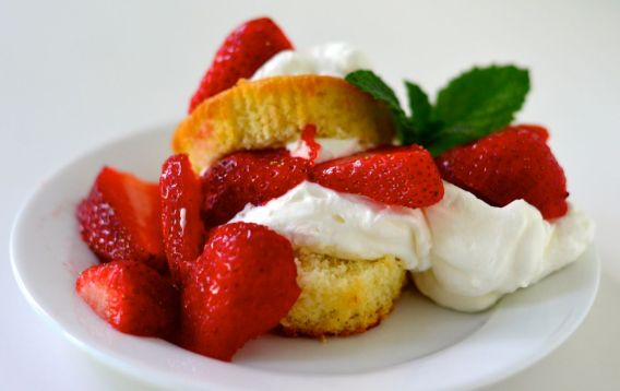 Strawberry Spongecakes