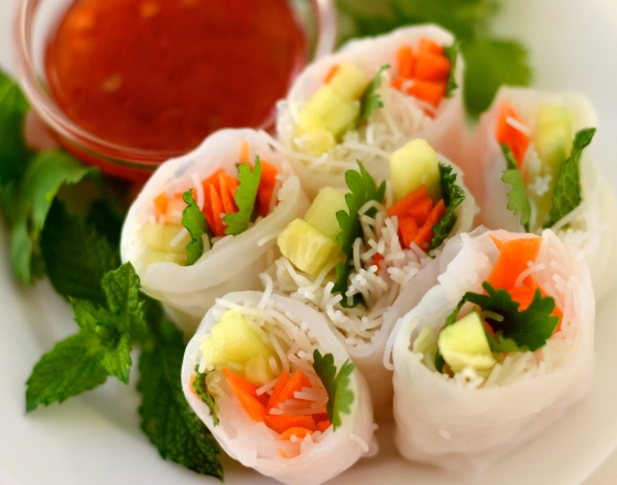 Carrot and cucumber spring rolls with sweet chili sauce