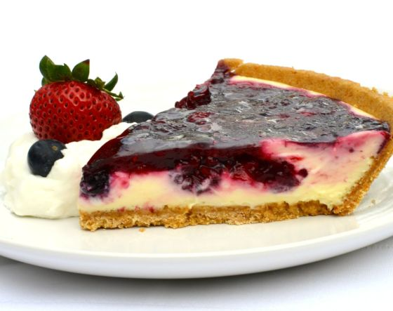 mixed berry cheesecake pie