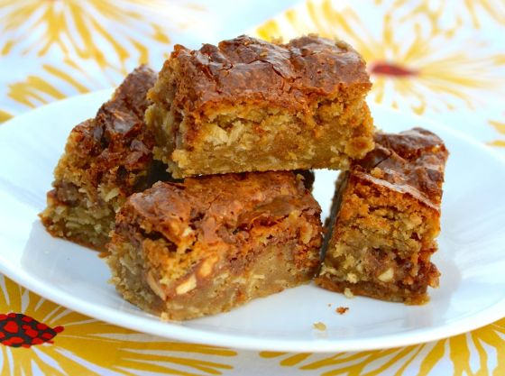 Gooey Caramel Snickers Blondies